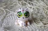 """Mutipoň bílý se třpytkami - třpytný - fimo - kočka kočička kocour - ručně modelovaný a malovaný pro radost, pro štěstí Do dlaně Veronika """"Tanísek"""" Kocková"""