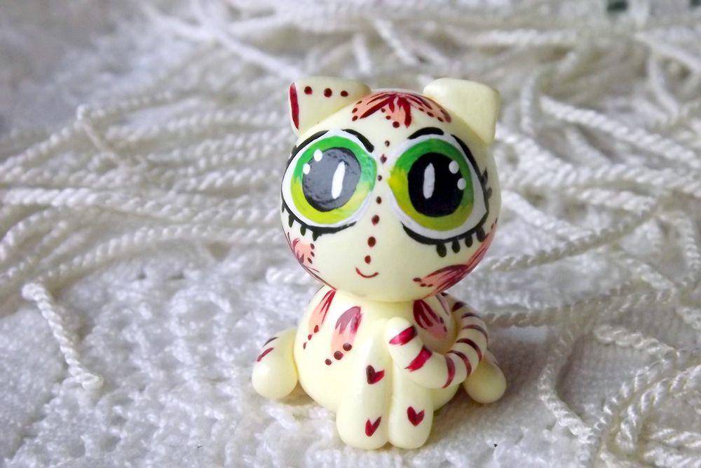 """Mutipoň pastelově žlutý - vanilkový - fimo - kočka kočička kocour- ručně modelovaný a malovaný pro radost, pro štěstí Do dlaně Veronika """"Tanísek"""" Kocková"""