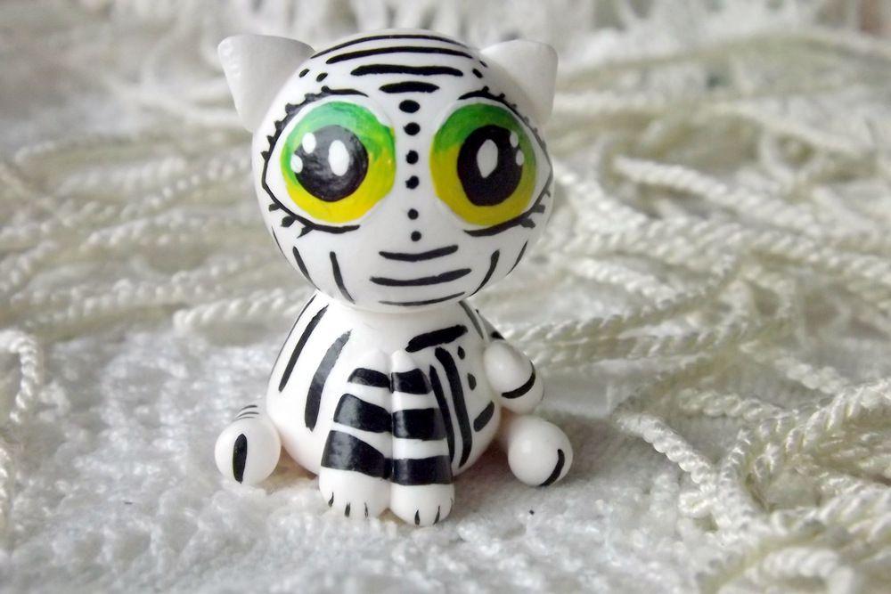 """Mutipoň černobílý fimo - kočka kočička tygr - ručně modelovaný a malovaný pro radost, pro štěstí Do dlaně Veronika """"Tanísek"""" Kocková"""