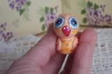 """Mutipoň oranžová fimo sova s modrýma očima ručně modelovaná a malovaná pro radost, pro štěstí Do dlaně Veronika """"Tanísek"""" Kocková"""