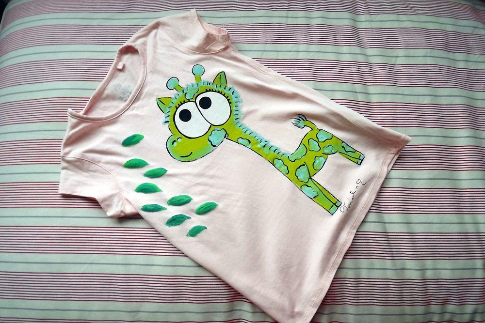 """Zelená veselá okatá žirafa - ručně malované světle růžové tričko - velikost 122 Veronika """"Tanísek"""" Kocková"""