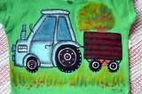 """Traktor 86 - Zelené triko s krátkým rukávem velikost 86 - ručně malované - modrý traktor s valníkem, krajina, strom, tráva Veronika """"Tanísek"""" Kocková"""