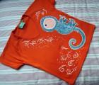 """Tyrkysový chameleon na oranžovém 100% bavlněném tričku s krátkým rukávem - ručně malovaný - velikost xs Veronika """"Tanísek"""" Kocková"""
