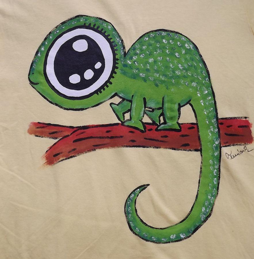 """Chameleon zelený ručně namalovaný - žluté 100% bavlněné tričko - krátký rukáv Veronika """"Tanísek"""" Kocková"""