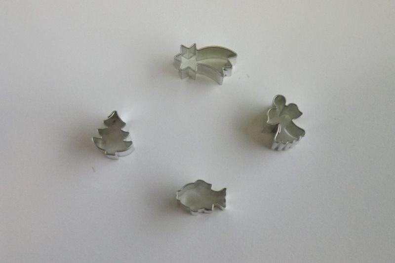 Anděl mini- Kovové vykrajovátko - vykrajovačka vhodné pro práci s polymery (fimo, cernit, sculpey, Premo, Kato Polycay), těstem, voskem, mýdlem,miniaturní, andílek