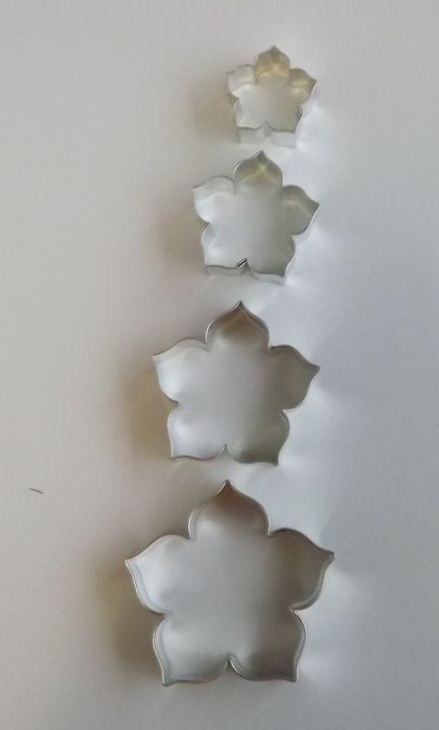 Růže střední - Kovové vykrajovátko - vykrajovačka vhodné pro práci s polymery (fimo, cernit, sculpey, Premo, Kato Polycay), těstem, voskem, mýdlem,miniaturní, na těsto, květ, kvítek