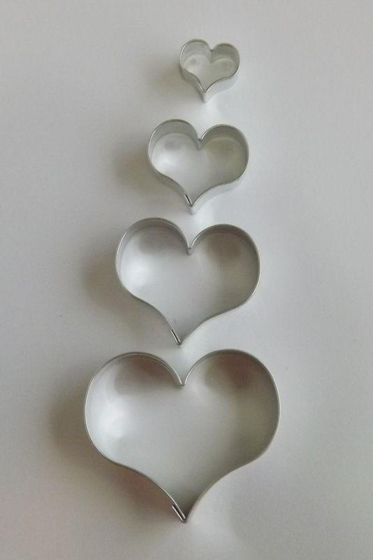 Srdce- Kovové vykrajovátko - vykrajovačka vhodné pro práci s polymery (fimo, cernit, sculpey, Premo, Kato Polycay), těstem, voskem, mýdlem, srdíčko