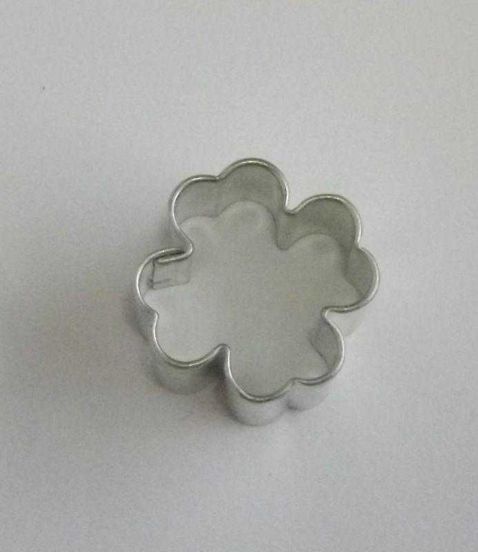 Čtyřlístek - Kovové vykrajovátko - vykrajovačka vhodné pro práci s polymery (fimo, cernit, sculpey, Premo, Kato Polycay), těstem, voskem, mýdlem