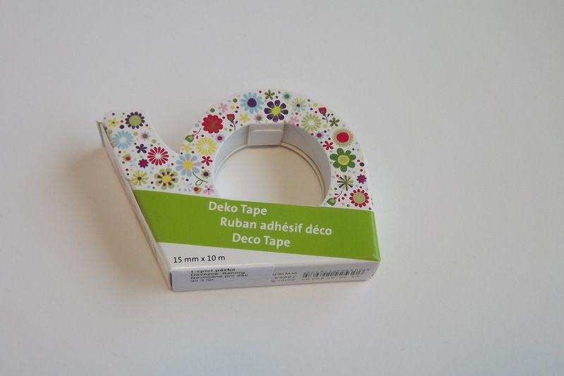 Bílá foliová lepicí páska potisk barevné kytičky - pro tvorbu přání (cardmaking). scrapbook, výrobu dekorací. 10metrů, trhací zoubky. izolepa