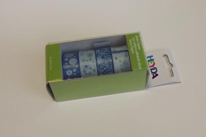 Sada papírových washi pásek s kovovým oddělovačem ve funkční krabičce - pro tvorbu scrapbooking, cardmaking, koláže, dekorování šesitů, alb, přání - modrá, bílá,hnědá, malé i velké vločky, tón v tónu, spirálky, sníh, ornamenty