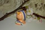 """Broskvový poník se zlatými puntíky a duhovou hřívou a velikýma zelenýma očima.Figurka - zvířátko ručně modelované a malované v České Republice v Plzni. Roztomilý dárek pro každou příležitost. Dárek - amulet - do dlaně Veronika """"Tanísek"""" Kocková"""