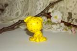 """Zvědavý žlutý citronový pejsek s velikýma zelenýma očima se zlatými puntíky.Figurka - zvířátko ručně modelované a malované v České Republice v Plzni. Roztomilý dárek pro každou příležitost. Dárek - amulet - do dlaně Veronika """"Tanísek"""" Kocková"""