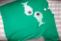 """Dvě zelené ryby KR XXL - 100% bavlněné zelené tričko unisex střihu, ručně namalované ryby. Krátký rukáv Veronika """"Tanísek"""" Kocková"""
