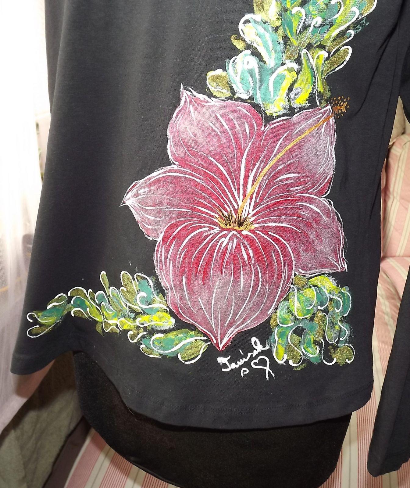 """Kurz malování na textil - motiv ibišek černé tričko a černá nákupní taška. Veronika """"Tanísek"""" Kocková"""