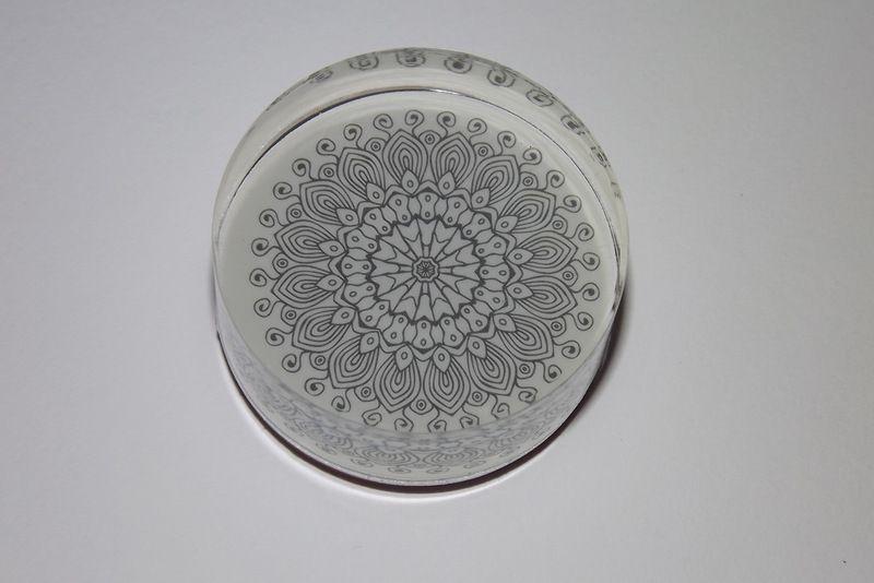 Květinová Mandala - Gumové razítko na akrylovém štočku. Vhodné jako hlavní motiv i na pozadí velmi jemné detaily, ornament, květina. Vhodná například pro scrapbook, cardmaking