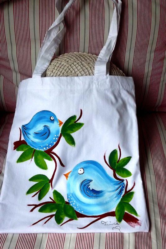 """Látková - 100% bavlněná nákupní taška s dlouhýma ušima - bílá - ručně malovaná Veselá, krásná, praktická, zero a low waste. Modří veselí ptáčci na větvičkách Veronika """"Tanísek"""" Kocková"""