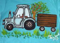 """Modrý traktor 110 - Jasně modré tričko s krátkým rukávem s namalovaným traktorem s valníkem. Veselé, ručně malované. Veronika """"Tanísek"""" Kocková"""