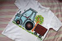Bílé tričko s modrým traktorem 128