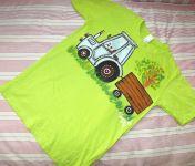 Modrý traktor na zeleném 146