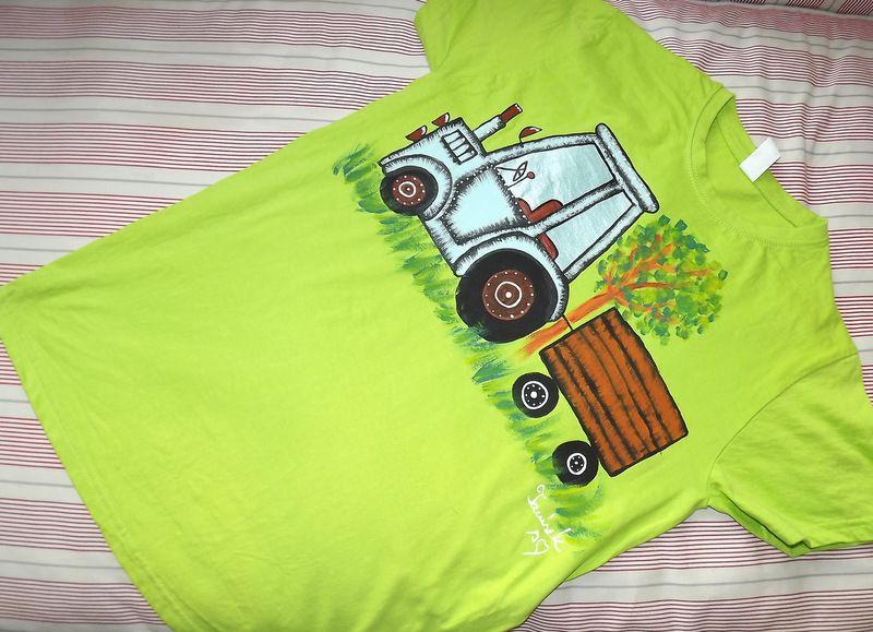 """Zelené tričko s modrým traktorem S - Ručně malované tričko s krátkým rukávem světle zelené. Mamalovaný traktor s valníkem. Ručně malované. Veronika """"Tanísek"""" Kocková"""