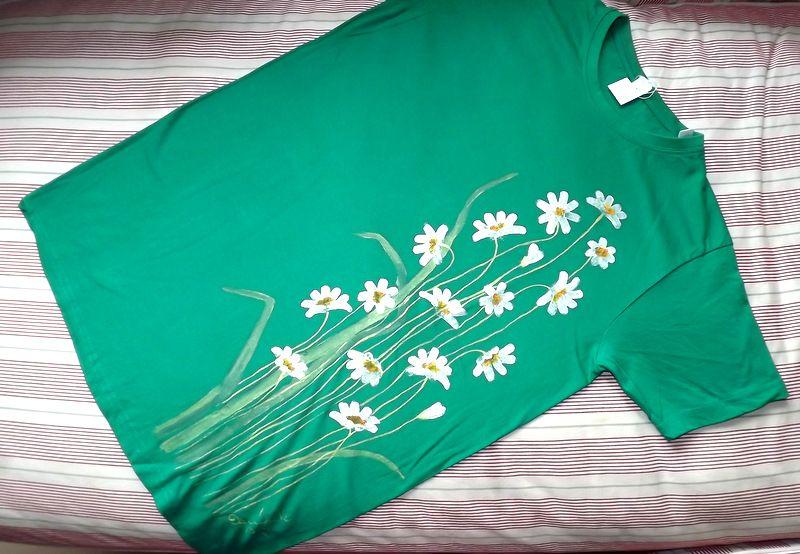 """Rozkvetlé tričko kopretinami KR M - 100% bavlněné zelené tričko unisex střihu, ručně namalované kopretiny. Krátký rukáv Veronika """"Tanísek"""" Kocková"""