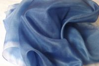 """Hedvábný šátek ručně malovaný v modrých odstínech Veronika """"Tanísek"""" Kocková"""