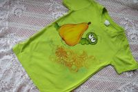Zelené tričko s ručně malovanou hruškou a červíkem velikost 122