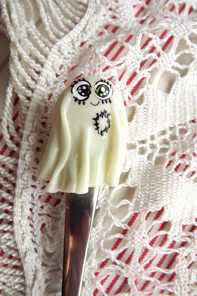 Svítící duch - fimem zdobená polévková lžíce - ručně modelovaná a malovaná