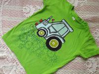Modrý traktor na zeleném tričku Adler 110