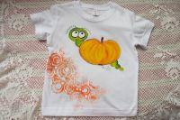 Jablíčko s červíkem na bílém tričku Adler 110