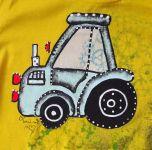 Modrý malovaný traktor s bílým komínem na žlutém tričku velikost 110
