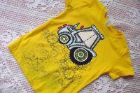 Modrý malovaný traktor s modrým komínem na žlutém tričku velikost 110 (ozubená kola pozitiv)
