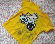 Modrý traktor na žlutém tričku 110