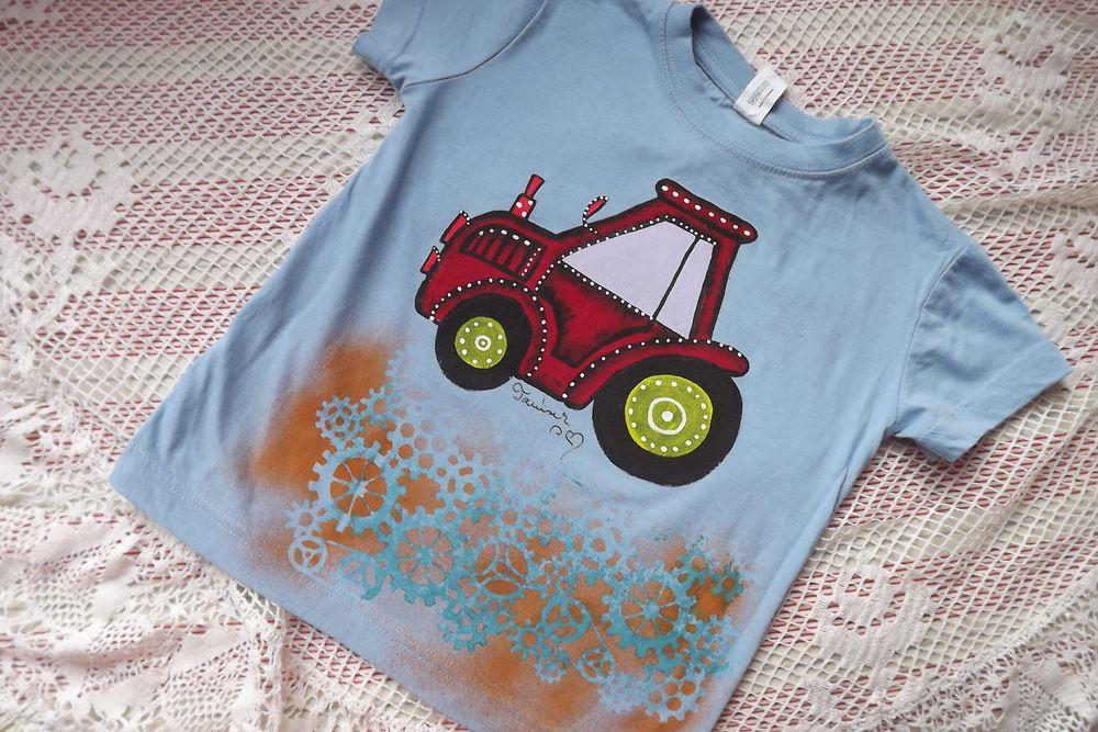 červený traktůrek na modré tričku - ručně malovaný, velikost 122