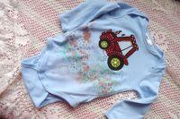 1. traktor - ručně malovaný traktor na modrém body s dlouhým rukávem