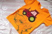 Červený ručně malovaný traktor na oranžovém tričku s krátkým rukávem, velikost 122, 6-7 let