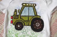 Zelený traktor kr - bílé body s krátkým rukávem, ručně malované, velikost 74