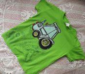 Zelené tričko s modrým traktorem 122 Adler